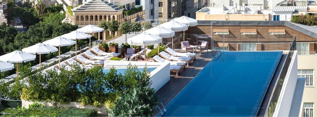 בריכה על הגג במלון דה נורמן