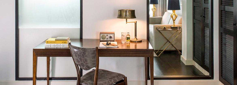 שולחן עבודה בחדר המלון